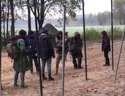Неудачная попытка: польские силовики доставили большую группу беженцев к границе