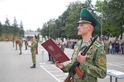 Первокурсники Института пограничной службы приняли присягу на верность белорусск...