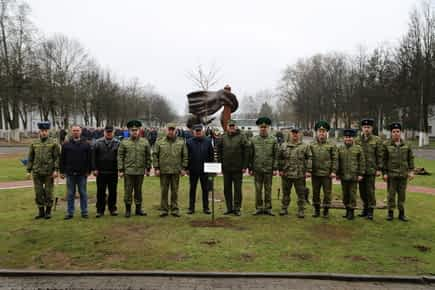 Белорусские пограничники приняли участие в Республиканском субботнике
