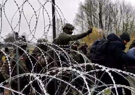 Лагерь беженцев Уснаж-Гурны: польские силовики жестко избили отчаявшихся афганце...