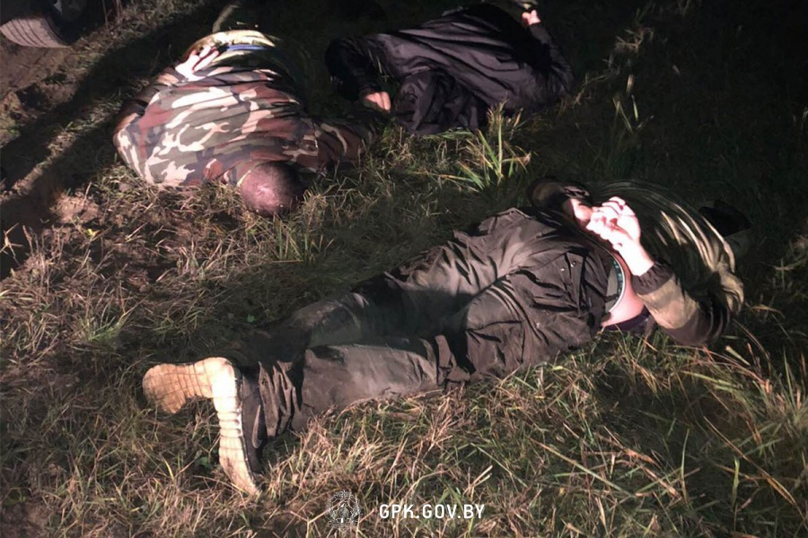 Используя альпинистское снаряжение, группа занималась переброской сигарет в Польшу